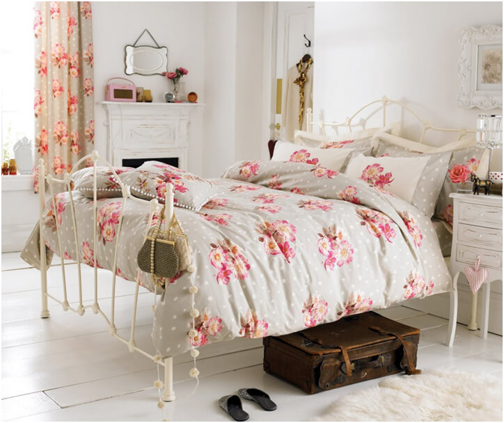 Floral Print Curtains and Bedroom Decoration Idea