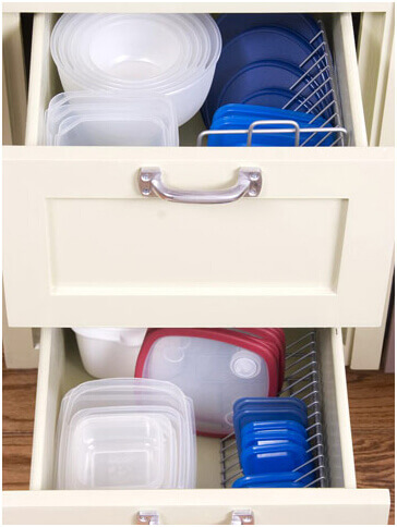 Keep-Your-Tupperware-lids-in-CD-Holders