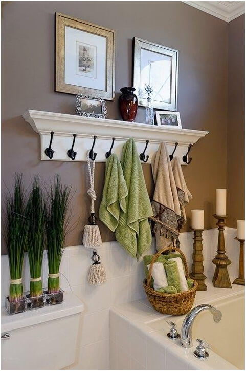 Coat-Hooks-Instead-of-a-Towel-Rod-for-Shared-Bathrooms